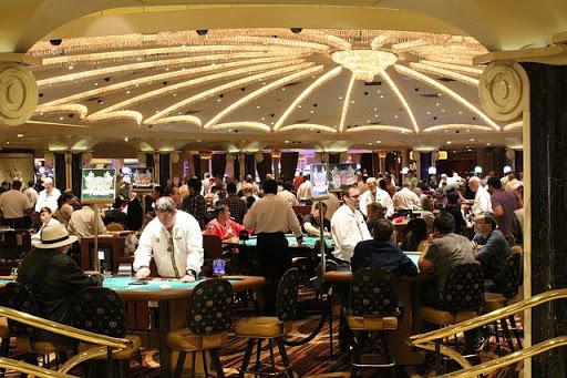 Awesome Reasons Why Working As A Casino Dealer Is A Clever Career Move